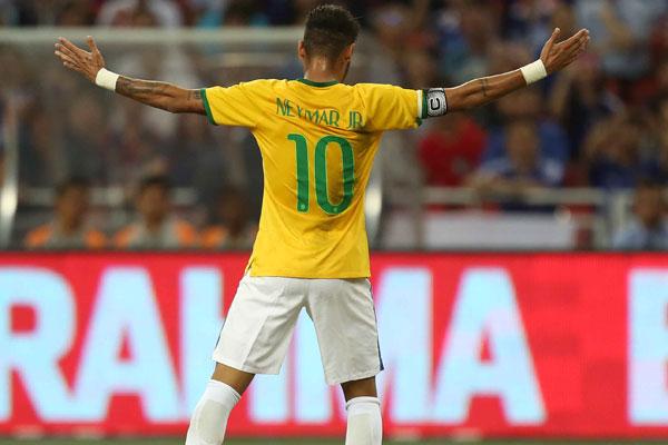 Neymar brilhou na Copa, mas sofreu contusão e viu o Brasil cair