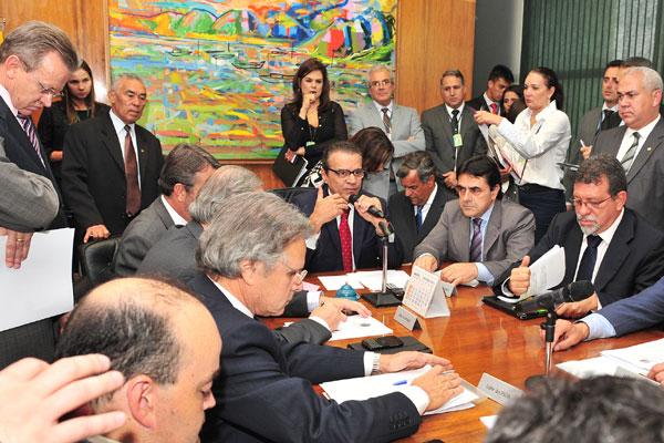 Líderes conversam com Henrique Alves a pauta da Câmara