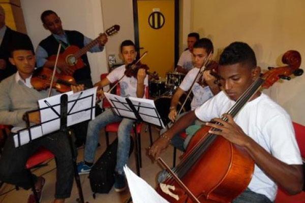 Orquestra Criança Cidadã se apresenta para o papa Francisco no Vaticano