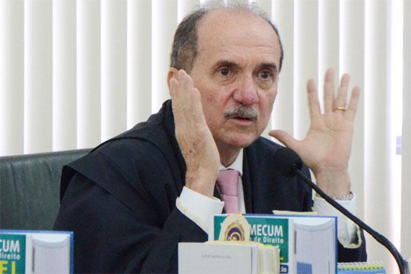 Cláudio Santos anuncia medidas para cortar gastos no Judiciário