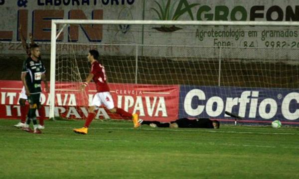 O segundo gol do América foi marcado por Daniel Costa aos 36 minutos do primeiro tempo