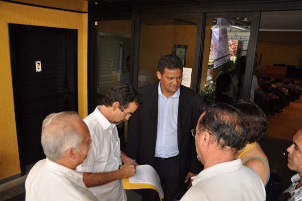 Sindicalistas entregam cópia de documento e pedem reunião com equipe de transição