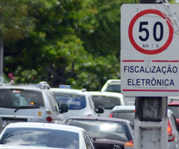 Limite de 50Km/hora nas avenidas mais movimentadas eleva número de infrações no trânsito