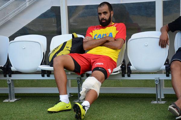 Daniel Costa sofreu lesão no joelho e virou dúvida para o jogo