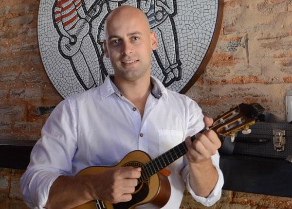 Português Nuno Bastos herdou de seu pai o gosto pelo samba