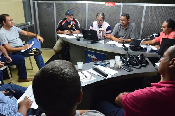 O estúdio principal da Rádio Globo Natal recebe a equipe completa da emissora e os jornalistas convidados da Tribuna do Norte