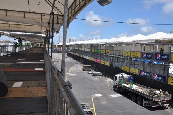Vistoria realizada ontem pelo Crea, Corpo de Bombeiros e MP, apontaram mais alguns ajustes a serem feitos na parte de montagem da estrutura
