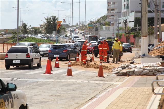 Sílvio Pedroza é parcialmente interditada e deixa trânsito lento