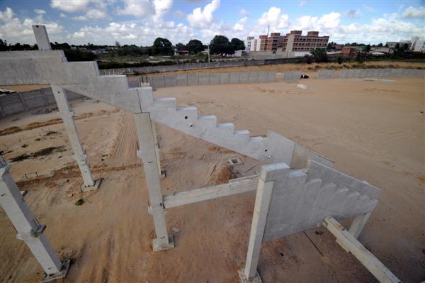 Quem comanda a construção do estádio prega cautela quanto à data para inauguração