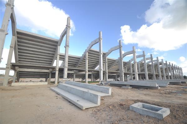 A previsão é vender mil cadeiras cativas para juntar a verba obtida com a comercialização dos 120 camarotes para garantir o progresso do projeto
