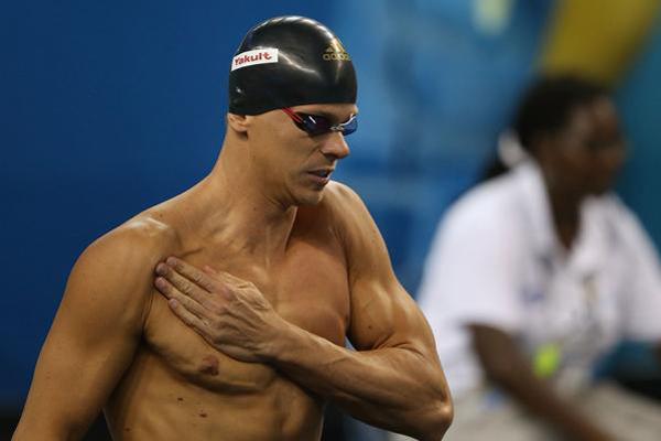 César Cielo fechou o revezamento 4x50m medley, que garantiu o ouro para o Brasil