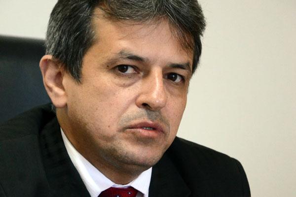 MPE espera orçamento de 2015 com 20% a mais que o deste ano. O procurador-geral admite cortes, mas só em verbas para obras