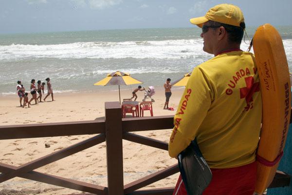 O litoral potiguar contará com 120 guarda vidas para atuar na prevenção e salvamento aquático de banhistas, destes 60 do RN e a outra metade da Força Nacional