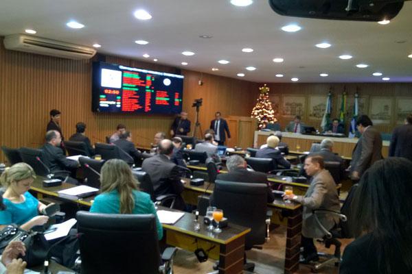 Vereadores seguem discutindo e apreciando as emendas à LOA