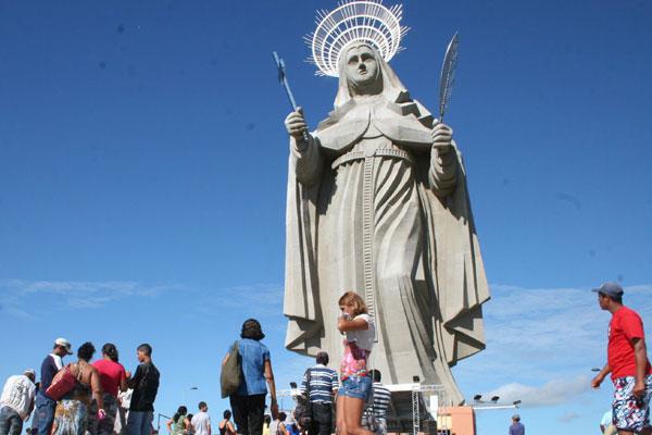Imagem de Santa Rita de Cássia, em Santa Cruz: Lei aposta em roteiros temáticos, como o religioso