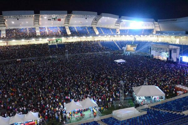Público compareceu em grande número ao show da banda Os Paralamas do Sucesso