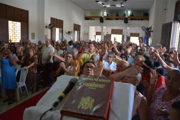 Festa leva milhares de fiéis à igreja de Santos Reis, em Natal - Tribuna do Norte - Natal