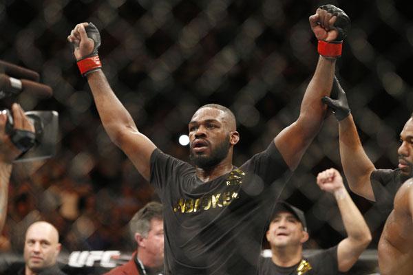 Jon Jones venceu mais uma luta e garantiu o cinturão no UFC