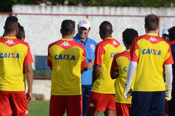 Roberto Fernandes deve utilizar jogadores considerados titulares