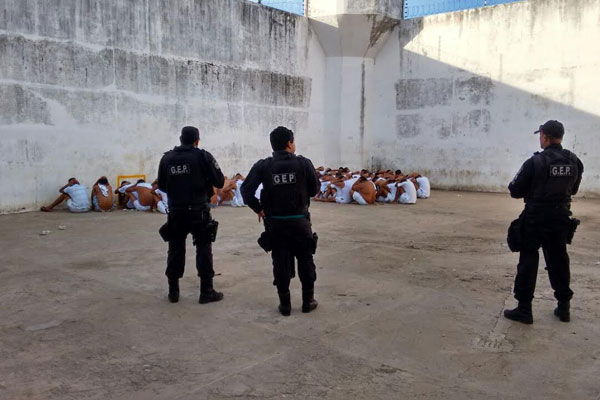 Agentes penitenciários descobriram o túnel, que ainda não estava terminado, e isolaram os presos da ala