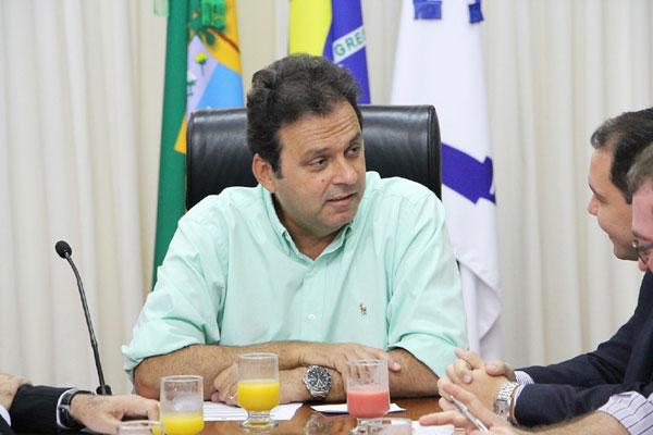 Prefeito Carlos Eduardo quer uma revisão dos contratos de aluguel e de terceirização