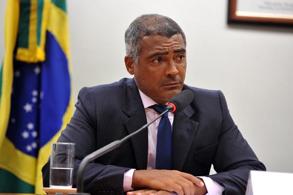 Romário critica gestão atual e clama por profissionalização