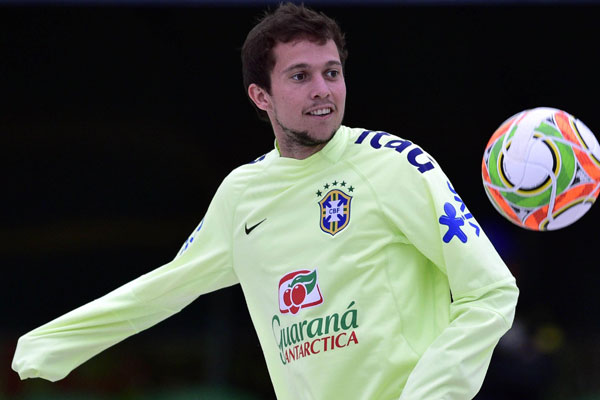 O atacante Bernard, foi o jogador brasileiro mais caro vendido ao exterior na temporada passada