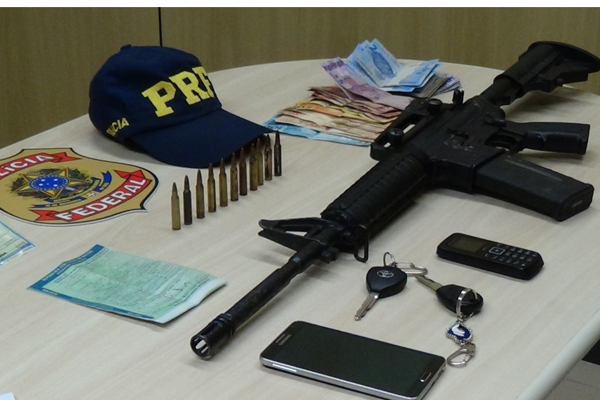 PF e PRF apreenderam um fuzil com o taxista pernambucano preso em São José de Mipibu