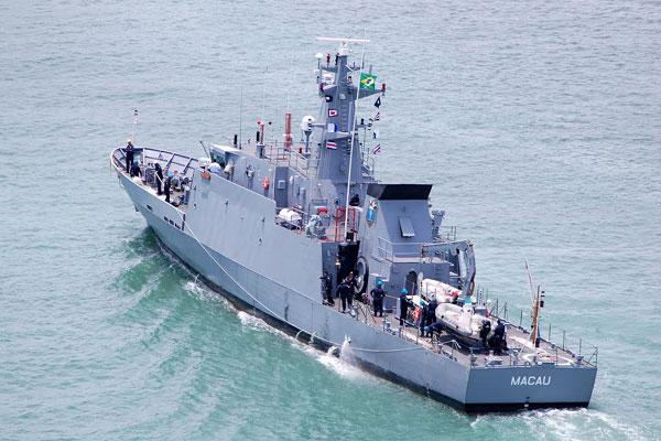 Navio-Patrulha Macau foi acionado para o resgate do velejador