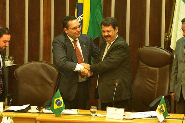 * Candidato único, Ezequiel Ferreira é eleito presidente da Assembleia.