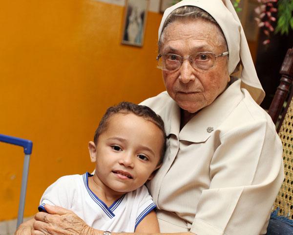 Irmã Lúcia na Casa do Menor Trabalhador, inaugurada em 1987