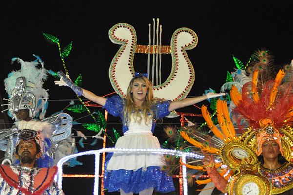 Malandros do Samba levou Alice no País das Maravilhas para a avenida