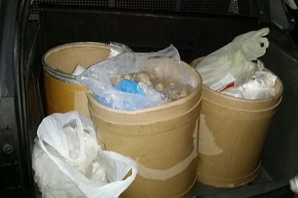 Informações preliminares dão conta de que a carga conta com aproximadamente 500 quilos de maconha, 30 quilos de crack e 20 quilos de cocaína