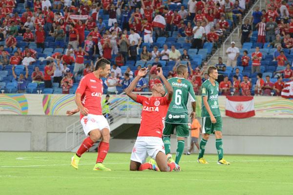 O atacante Glaucio foi o autor do terceiro gol da equipe alvirrubra