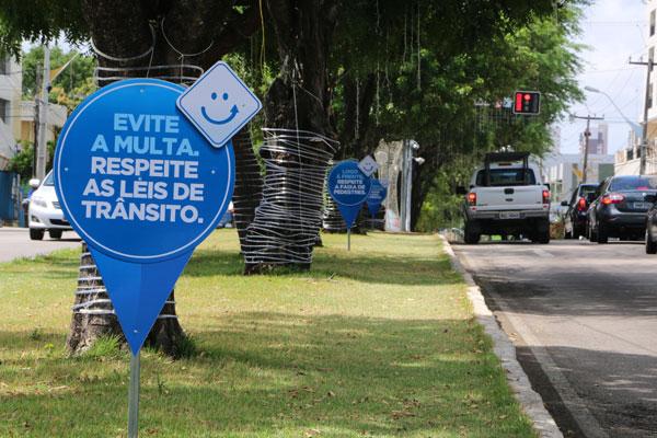 Prefeitura instalou ícones alertando para o início das multas