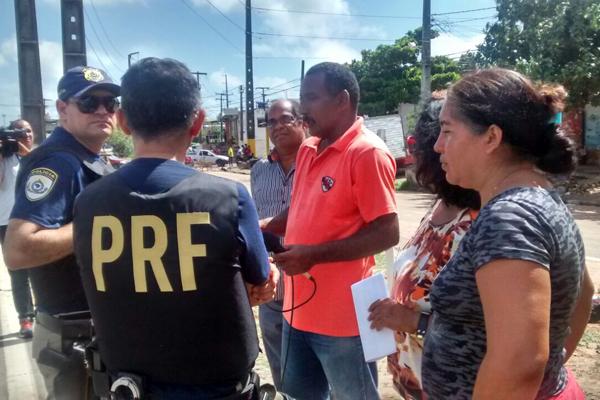 PRF negocia liberação da avenida Industrial João Mota (BR-226) junto aos moradores