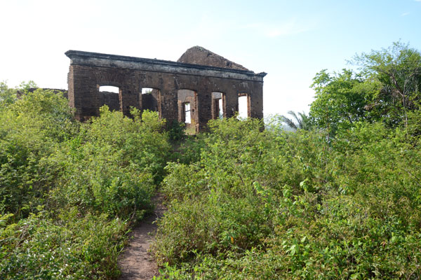 Construído no século 18, a estrutura do casarão está em ruínas