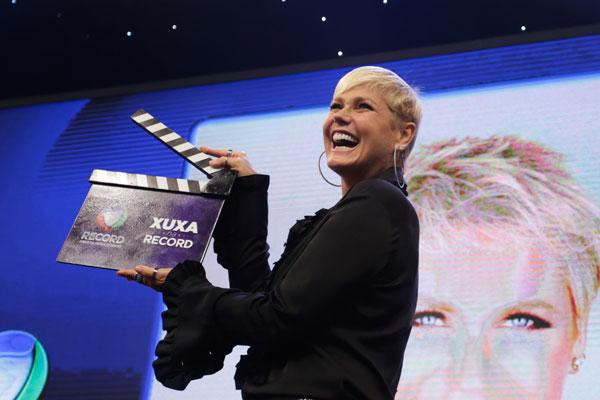 Xuxa assinou contrato de três anos com a Record, mas ainda não definiu formato do programa