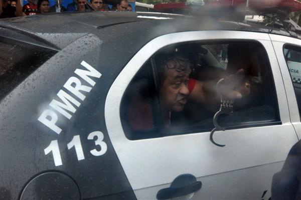 Ex-vereador Júnior Rodoviário foi detido durante protesto na manhã desta sexta-feira no canal do Baldo, em Natal