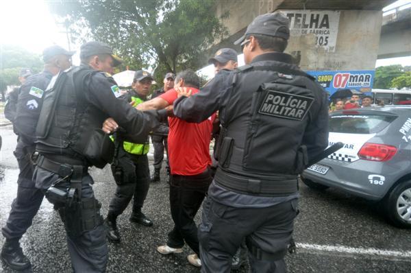 Vereador Júnior Rodoviário foi detido durante protesto de grupo de rodoviários no Baldo