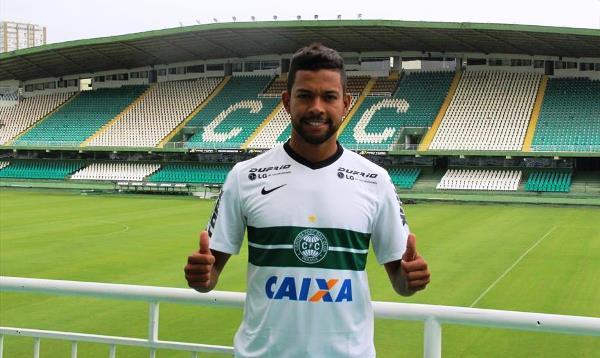 Anunciado pelo Coritiba, Wallyson já veste a camisa do time paranaense