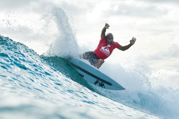Kelly Slater não se adaptou às condições do mar e foi superado pelo surfista de Baía Formosa