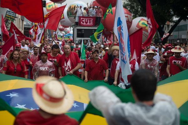 Mobilização levou militantes dos partidos de esquerda e do Movimento Sem Terra às ruas nas capitais dos Estado
