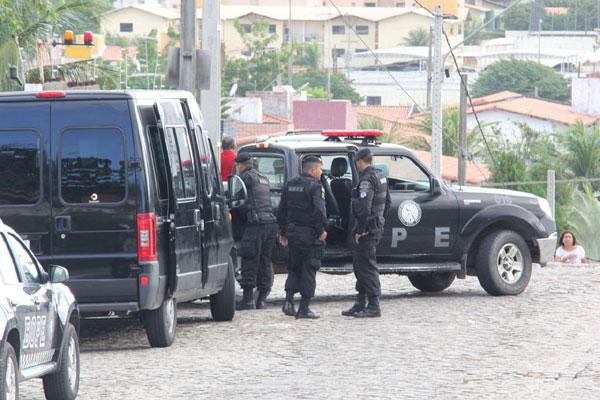 Polícia Militar continua em prontidão para negociar fim do cárcere privado