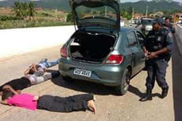 Bandidos foram rendidos na entrada do município de Doutor Severiano