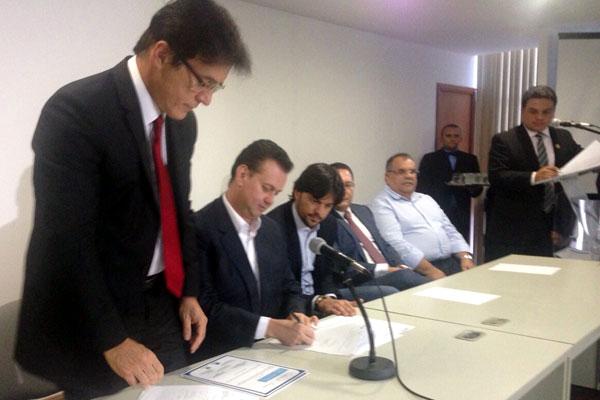 Assinatura do contrato aconteceu na Governadoria