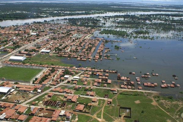 O inverno rigoroso, registrado no ano de 2008, provocou inundações na capital e em áreas economicamente importantes para o Rio Grande do Norte (acima), deixando prejuízos sentidos até hoje