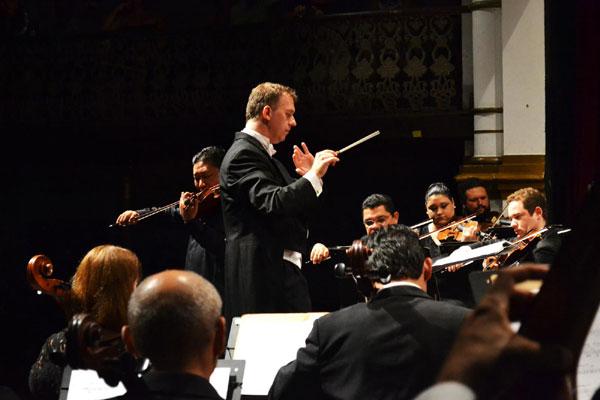 Após o recesso, maestro Linus Lerner retorna à regência da Orquestra Sinfônica do Rio Grande do Norte