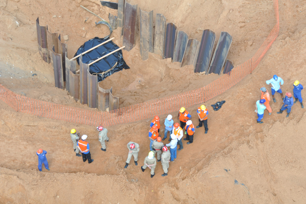 Buscas por morador sugado por tubulação em Mãe Luíza estão sendo feitas em duas partes do sistema de drenagem