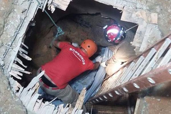 Corpo que estava no poço de visita foi resgatado às 3h30